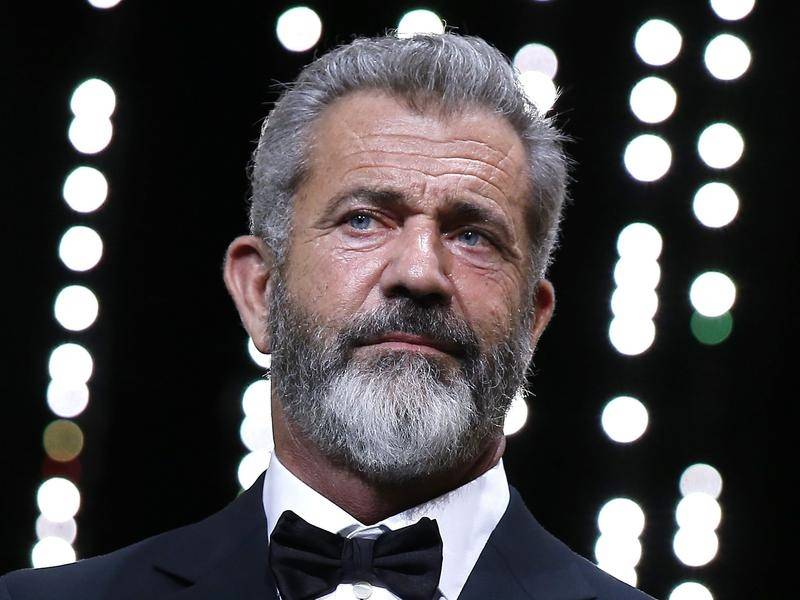 Mel Gibson has denied claims by Winona Ryder that the actor made an anti-Semitic remark to her.